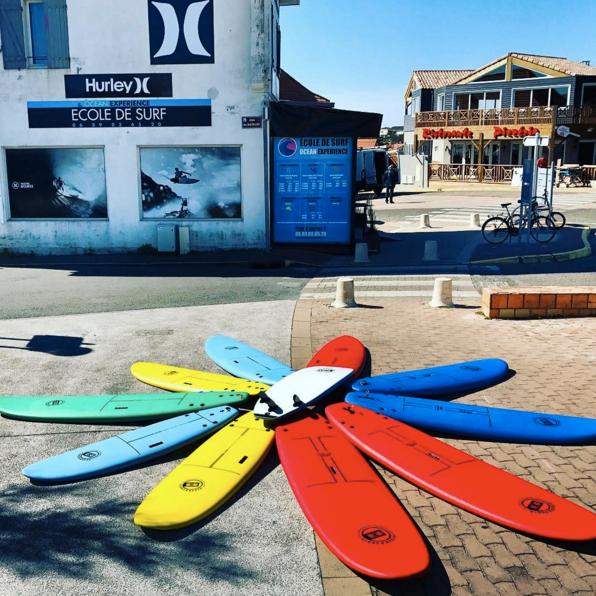 Les planches de l'école de surf Océan Expérience à Lacanau