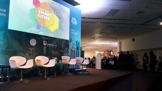 """Fotos da apresentação """"Modelagem sistêmica para cidades inteligentes na interação entre Urbanis"""