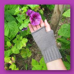 a2.mitaine 1 grise fleur violette