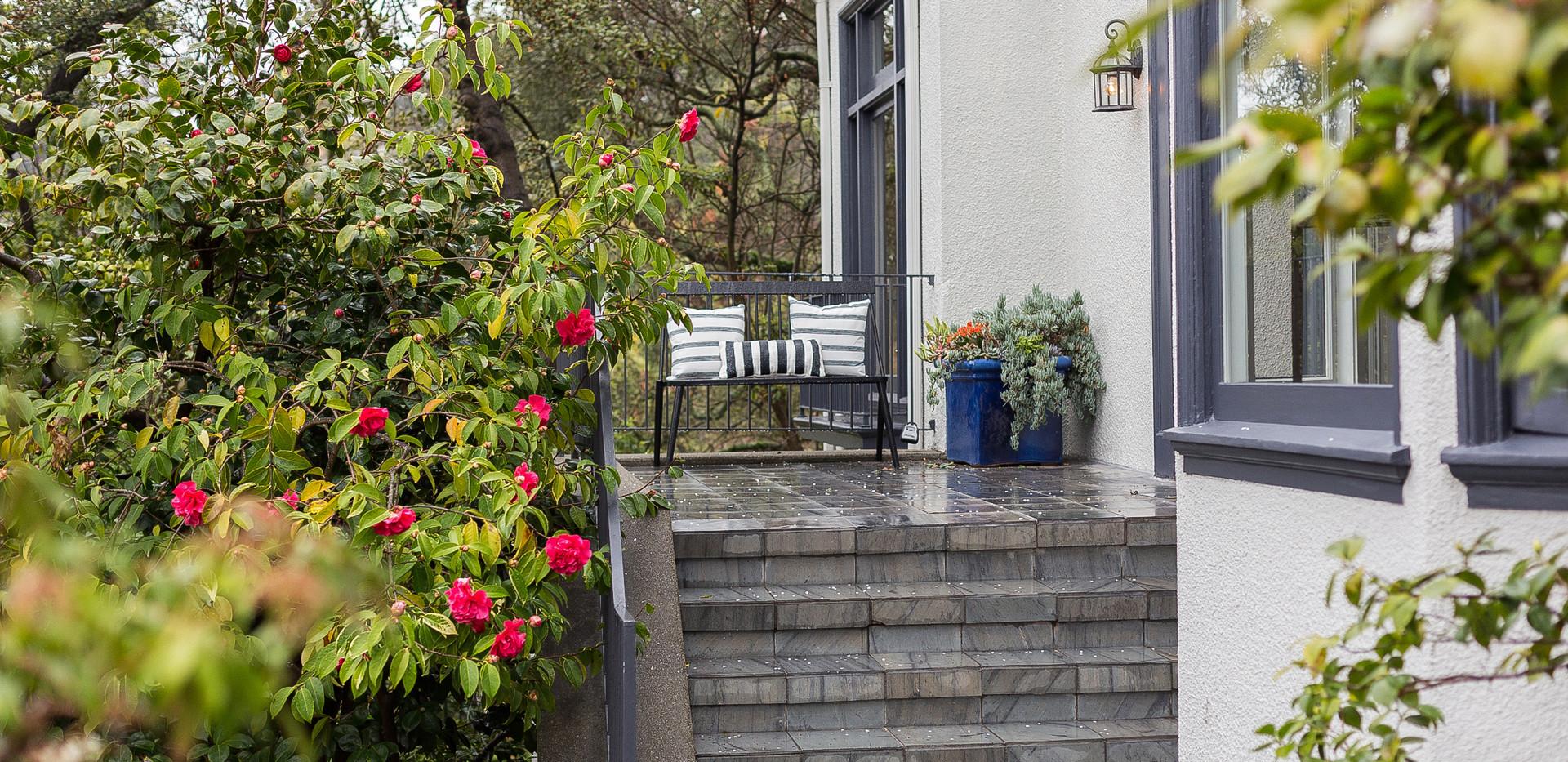 04Front patio2.jpg