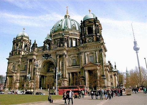 berliner-dom-cathedral-daytime-berlin-ge