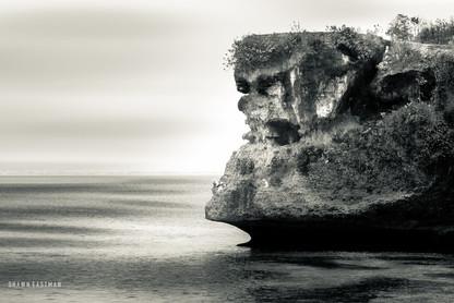 black-and-white-cliff-edge-balangan-beac