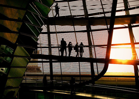 tourists-sunset-inside-reichstag-buildin