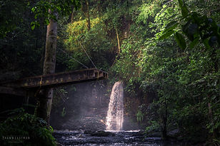 waterfall-wooden-jumping-platform-presid