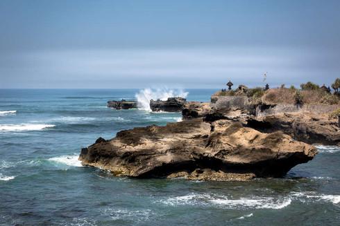 waves-crashing-rocks-coastline-indian-oc