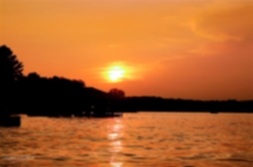 Landscape photograph of a sunset on Kentucky Lake in Paducah, Kentucky, USA