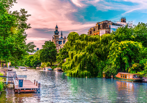 pleasant-summer-view-canal-boat-singelgr