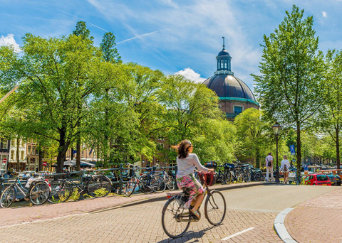 woman-riding-bicycle-singel-canal-amster
