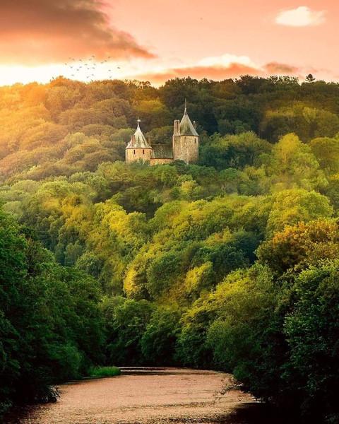 sunset-castle-coch-river-taff-cardiff-wa