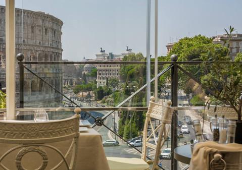 roman-colosseum-view-restaurant-window.j