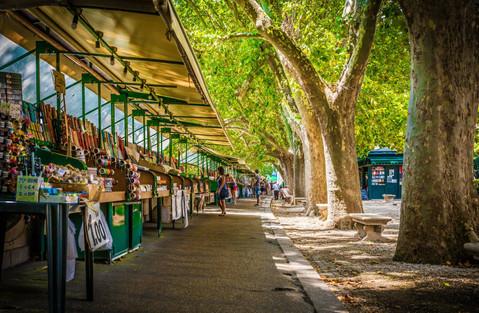 market-stalls-morning-along-river-tiber-