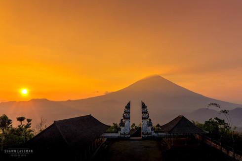 panoramic-sunset-pura-lempuyang-luhur-te