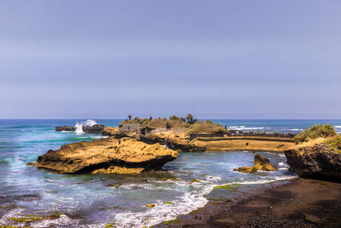 waves-crashing-rocks-coastline-bali-indi