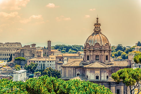 Landscape photograph of a sunset in Rome, Italy