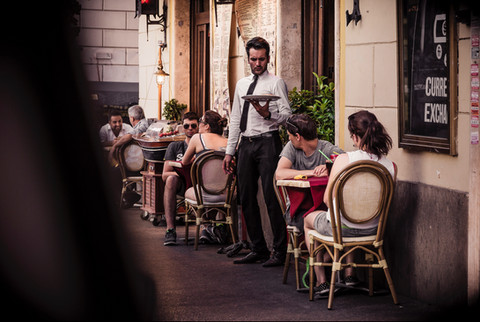 waiter-pizzeria-rome-italy.jpg