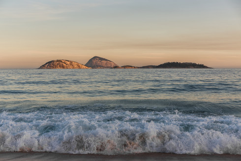 sunset-ipanema-beach-cagarras-islands-re