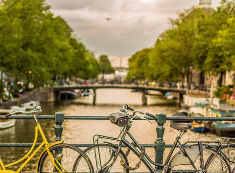 bicycles-locked-chained-bridge-sunset-ca