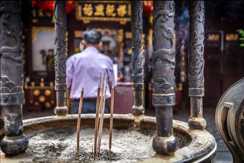 incense-sticks-burning-man-praying-backg