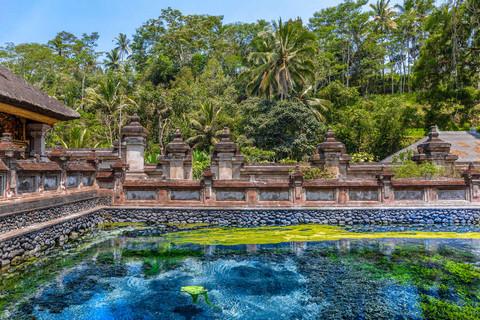 blue-pond-tampaksiring-palace-bali-indon