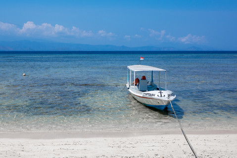 boat-moored-clear-blue-water-tropical-su