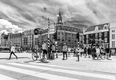 pedestrian-zebra-crossing-black-and-whit