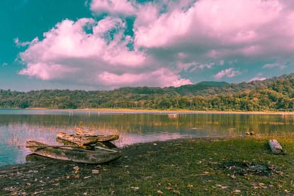 jukung-boats-sunset-twin-lakes-buyan-tam