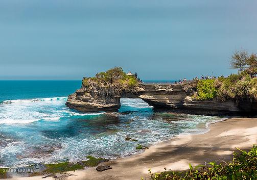 Landscape photograph of Pura Batu Bolong in Bali, Indonesia