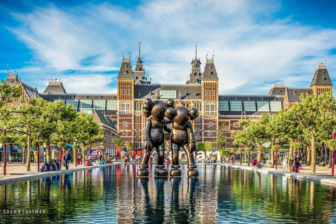 kaws-mickey-mouse-sculpture-outside-rijk
