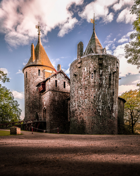sunset-glow-castell-coch-entrance-facade