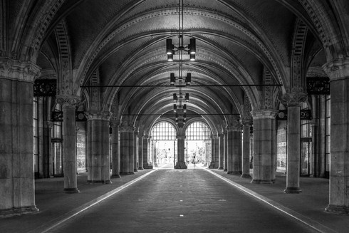 black-and-white-entrance-tunnel-rijksmus