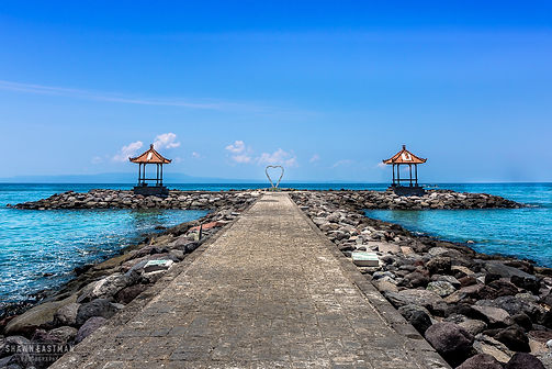 Landscape photograph of a heart on a romaantic path into the ocean in Bali, Indonesia