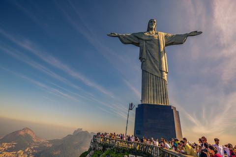 christ-redeemer-cristo-redentor-statue-s