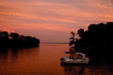 moored-boat-sunset-kentucky-lake-paducah