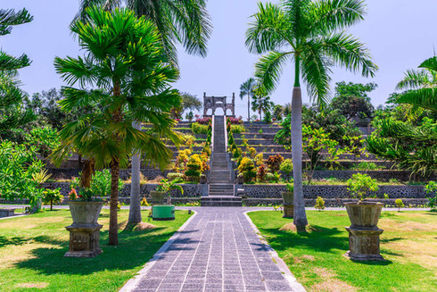 tropical-garden-pathway-ujung-water-pala