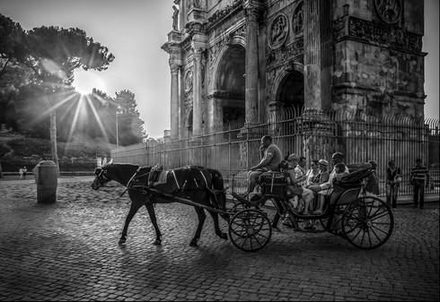 tourists-horse-carriage-arch-of-constant
