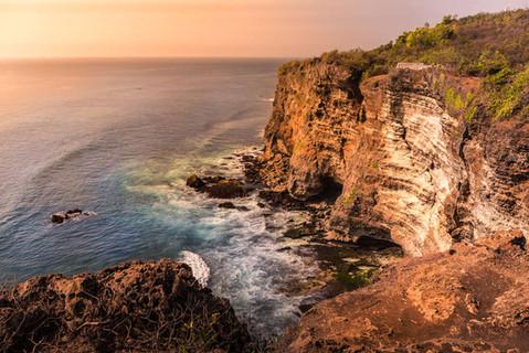 sunset-cliff-edge-ocean-coastline-seasho