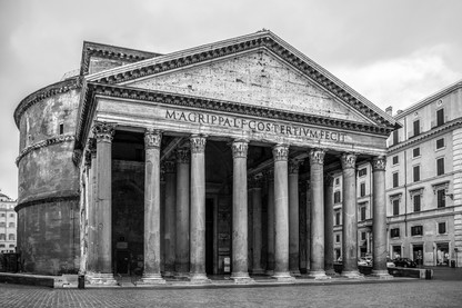 black-and-white-pantheon-full-facade-rom