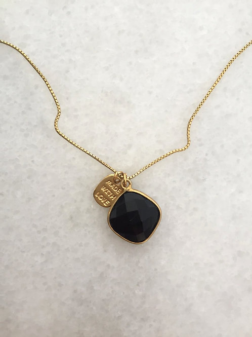 černý onyx.