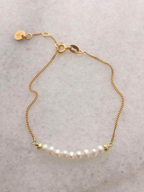 bílé perly.