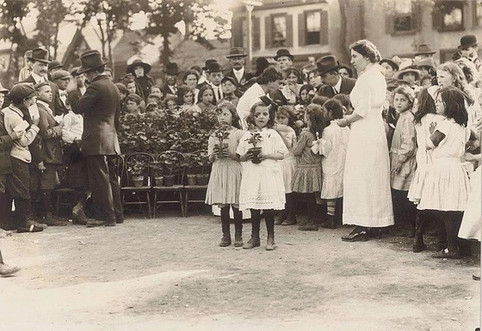 Distribution of Geranium Pots at Second Annual Spring Festival, Photographer Unknown, 1913, Fonds 1005, Item 6, City of Toronto Archives