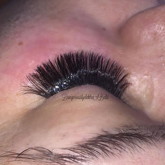 Volume lashes with gems
