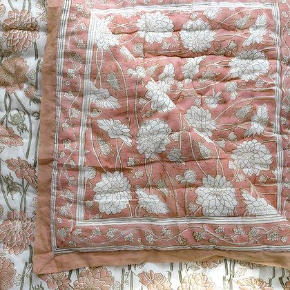 Dahlia & Beetles dusky pink quilt