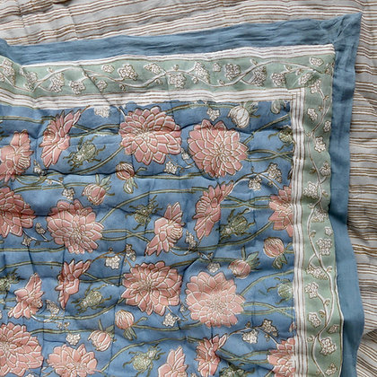 Dahlia & Beetles Bloom quilt