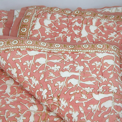 Birds in Blossom dusky pink quilt