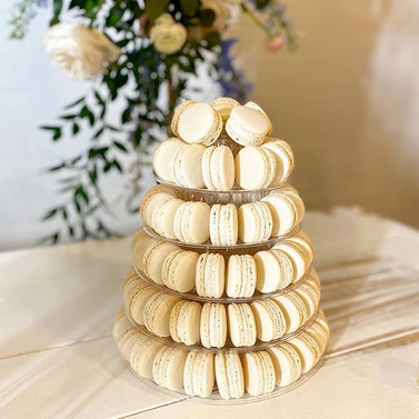 Ivory macarons filled with vanilla butte
