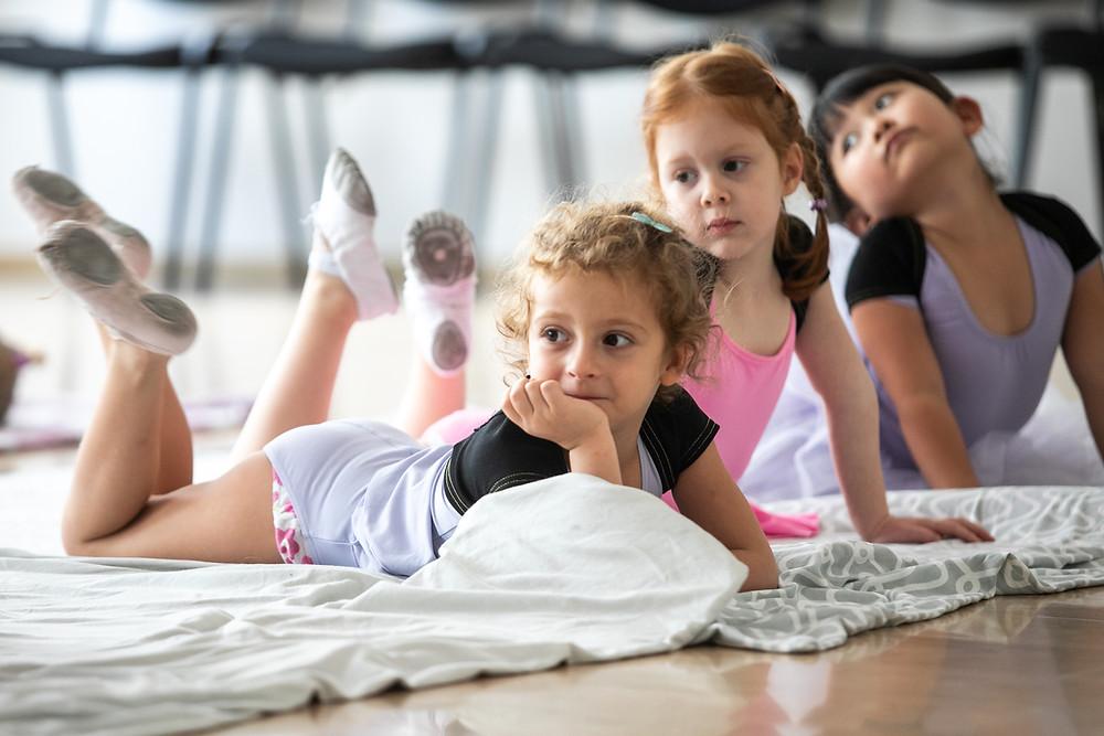 """""""meditáló"""" tánc iskolai növendékek (dancetination)"""