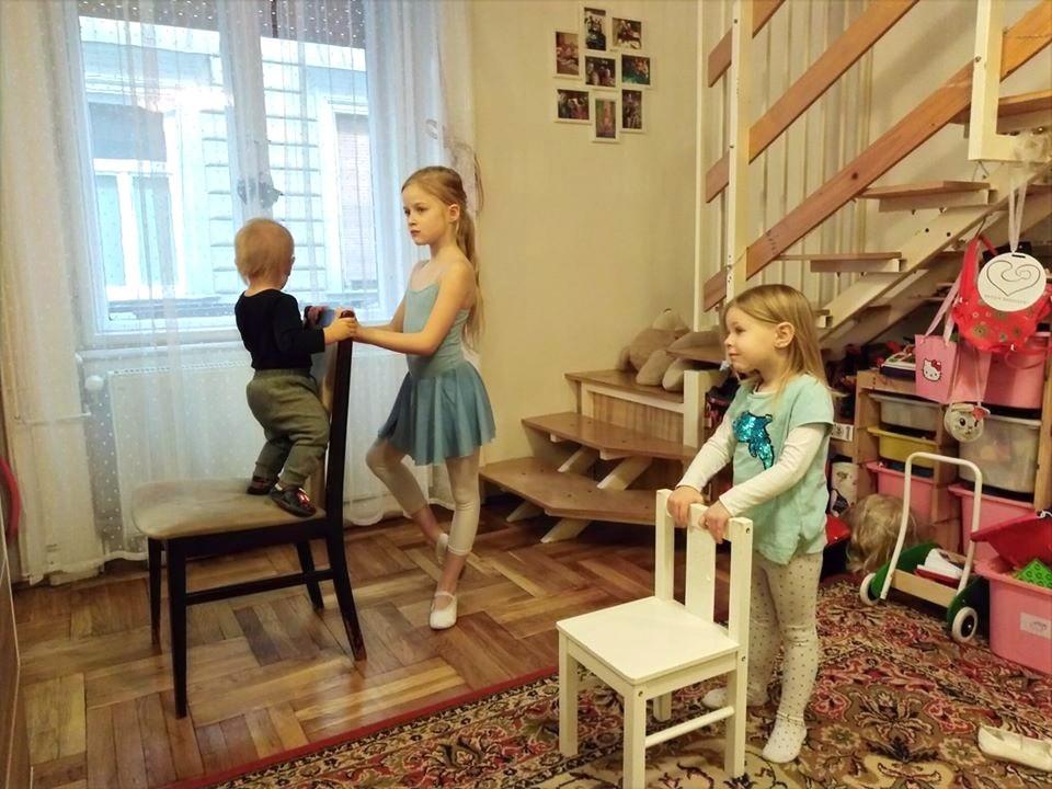 Otthon, önálló tánc a tánciskola videójára.