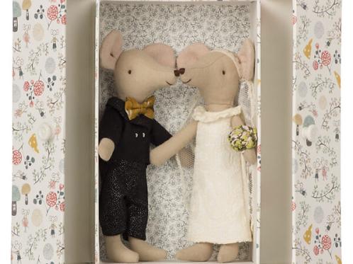זוג עכברי חתונה זוג בקופסת מתנה