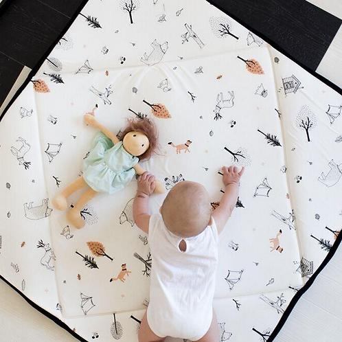 מזרן פעילות מתקפל לתינוק- לבן עם הדפס יער