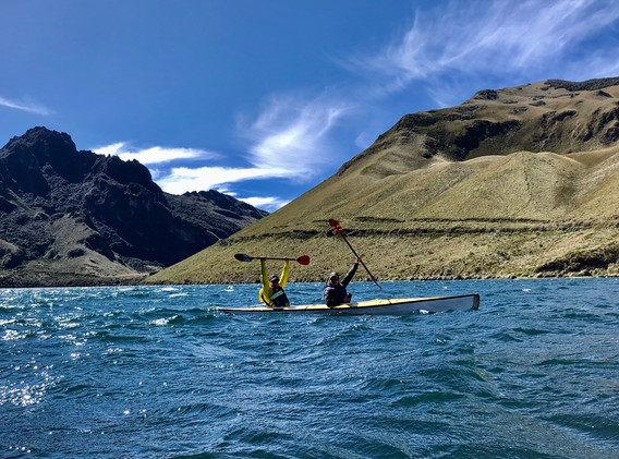 Kayak sur la Laguna Mohanda, Ecuador